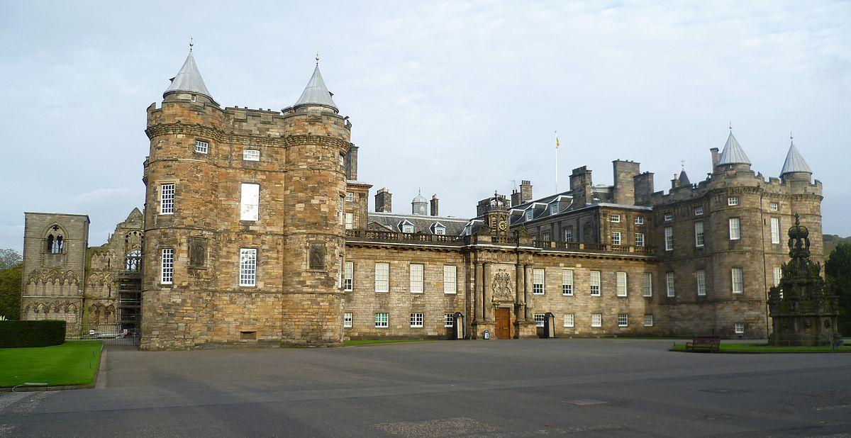 1200px-Palace_of_Holyroodhouse,_Edinburgh
