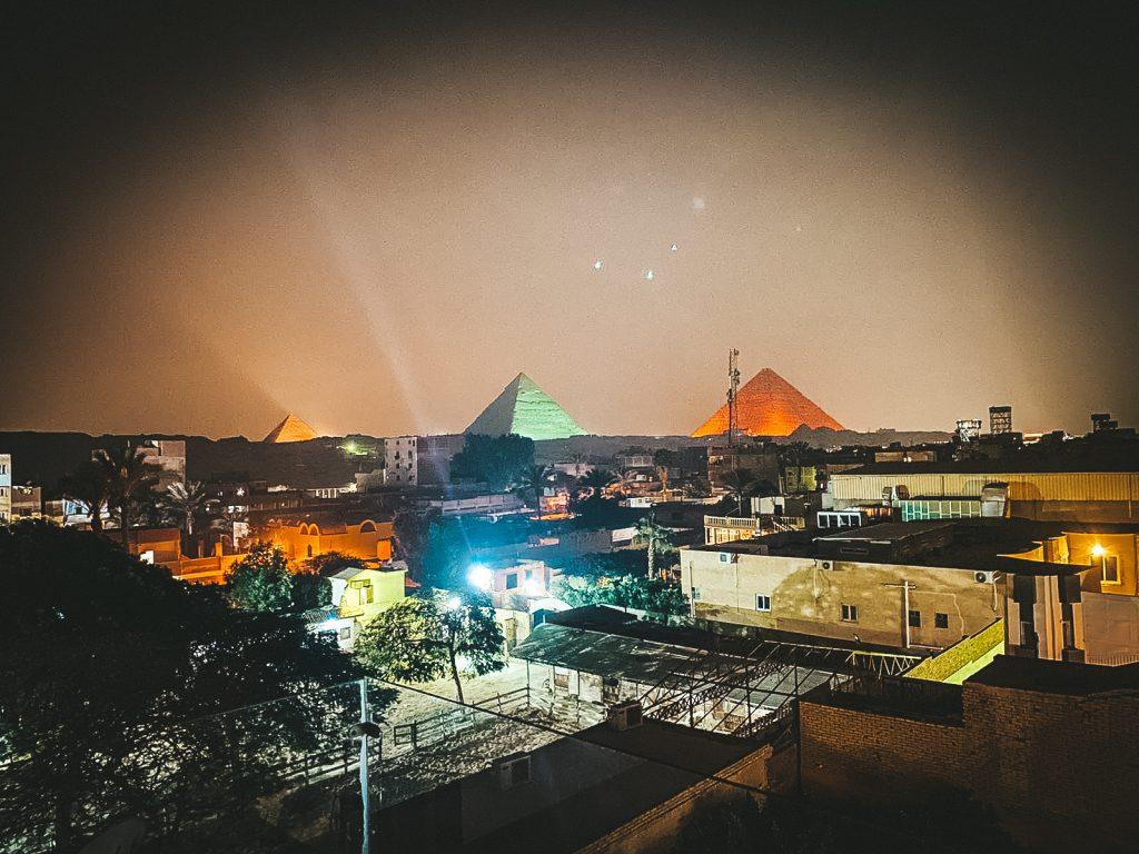 Cum ne organizăm o călătorie pe cont propriu la piramidele din Giza?